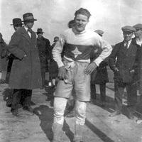 17 IFK Erik Jonsson efter ett terränglopp 1927.jpg